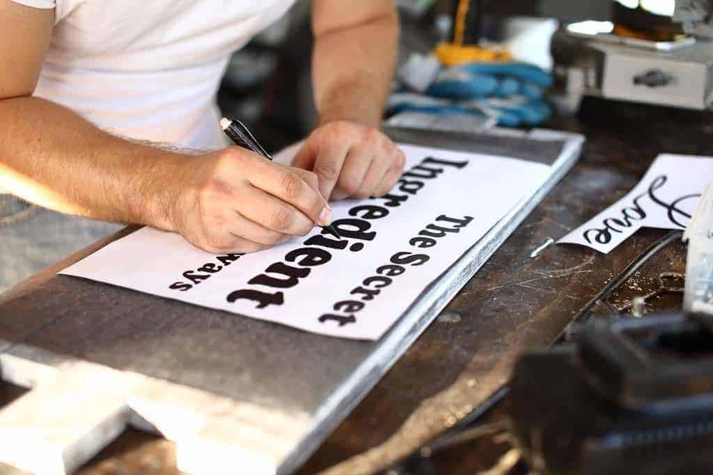 tracing letters for the diy rustic kitchen sign
