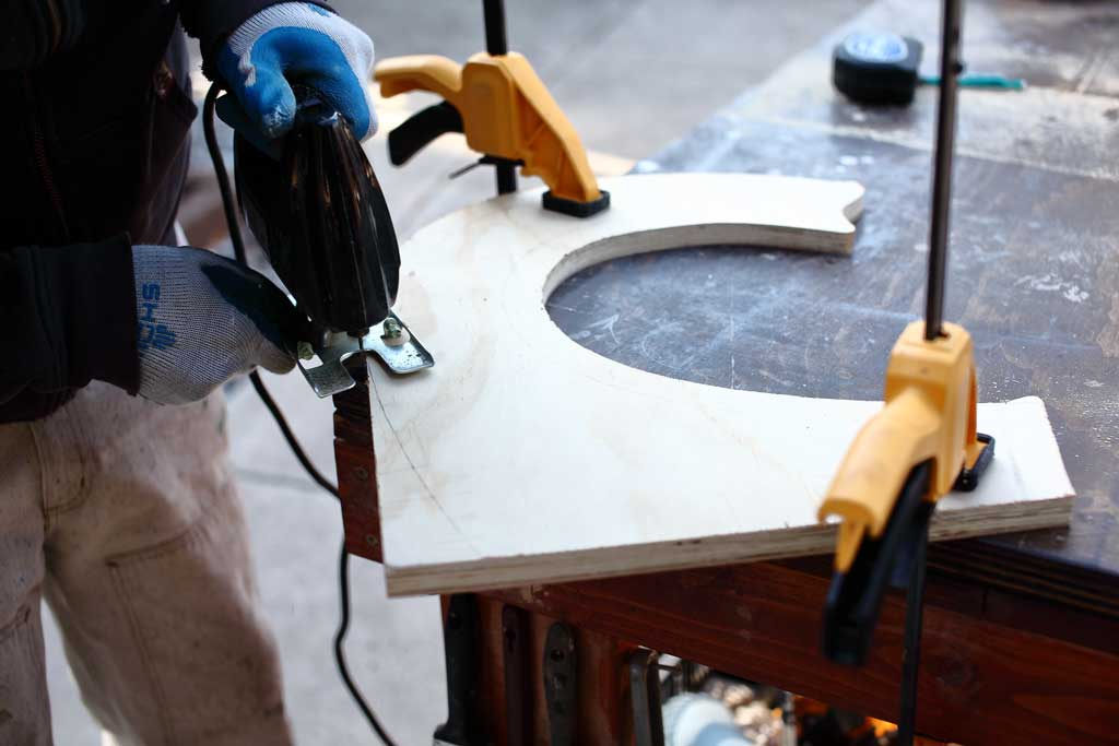 using jig saw to cut plywood