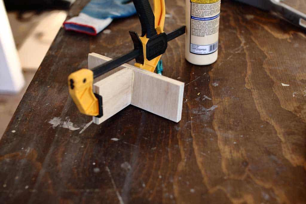 clamp the dividers for napkin holder