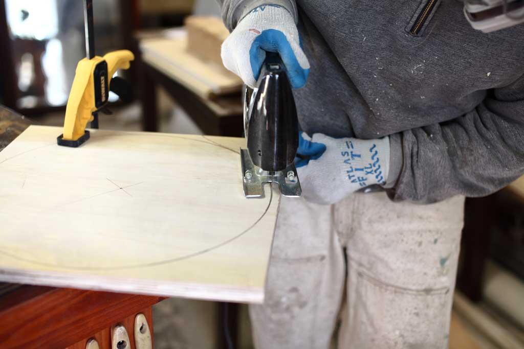 using jig saw to cut round dist