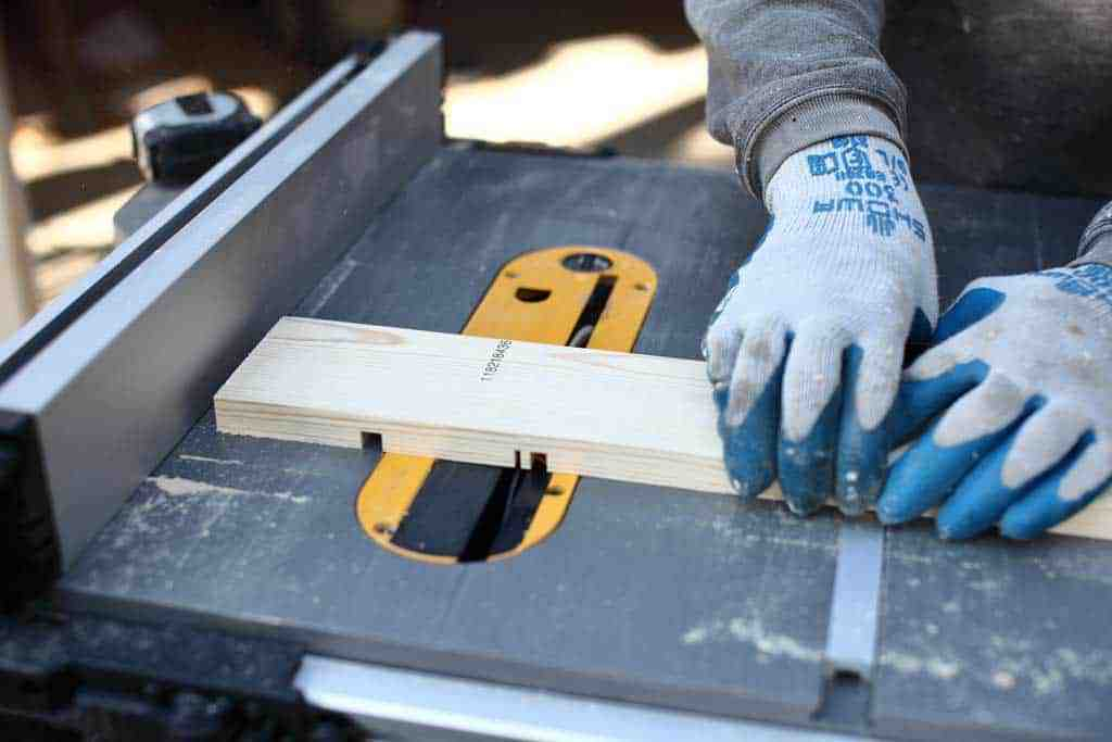 using table saw to cut wood