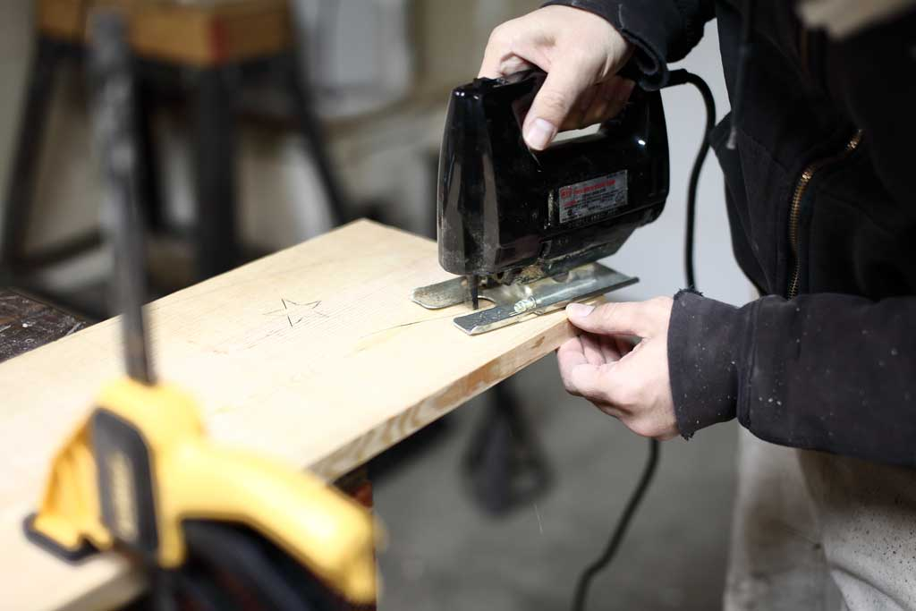 using jig saw to cut out curved shape of the DIY Curved Shelf