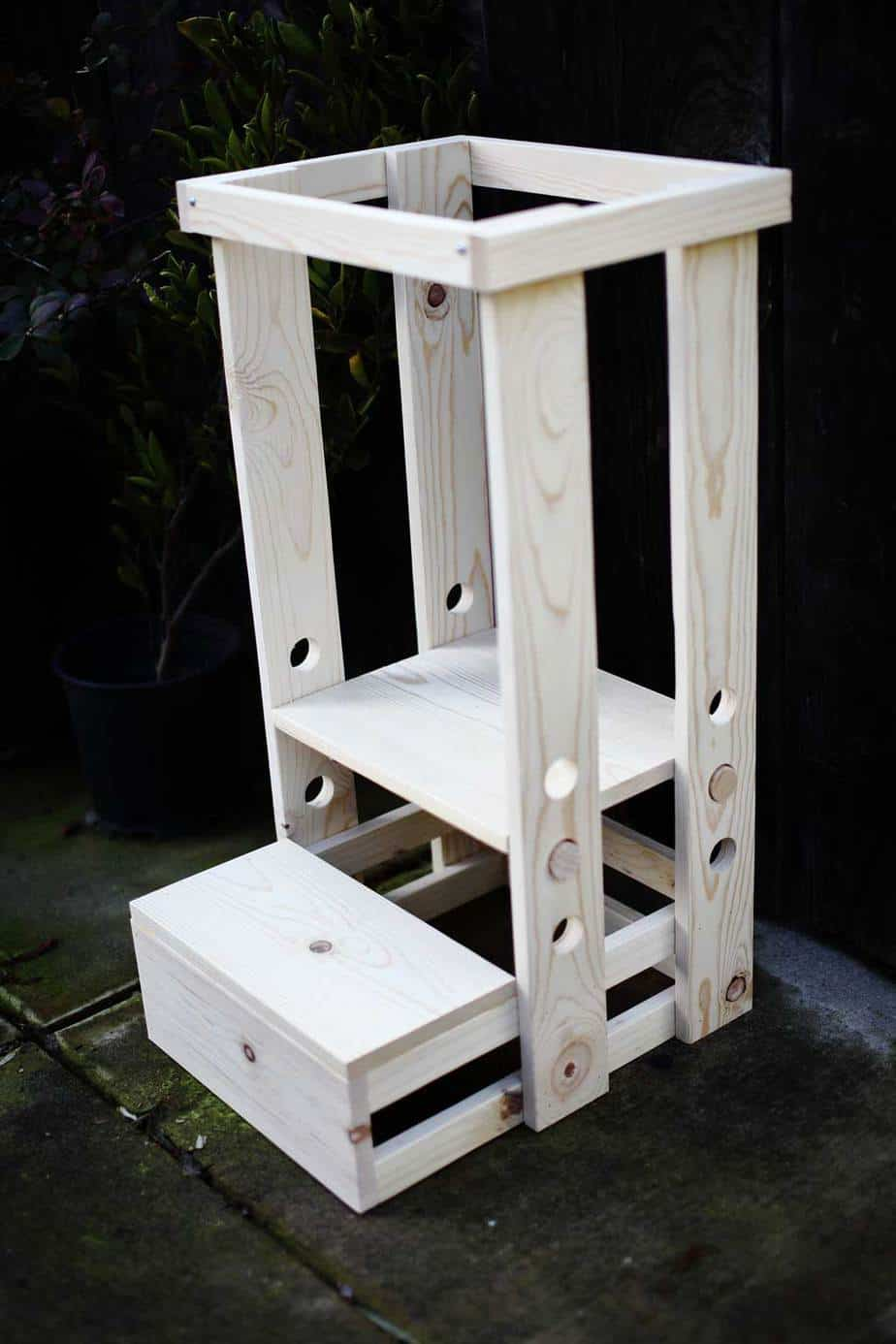 How To Build A Diy Toddler Step Stool With Guard Rail Thediyplan
