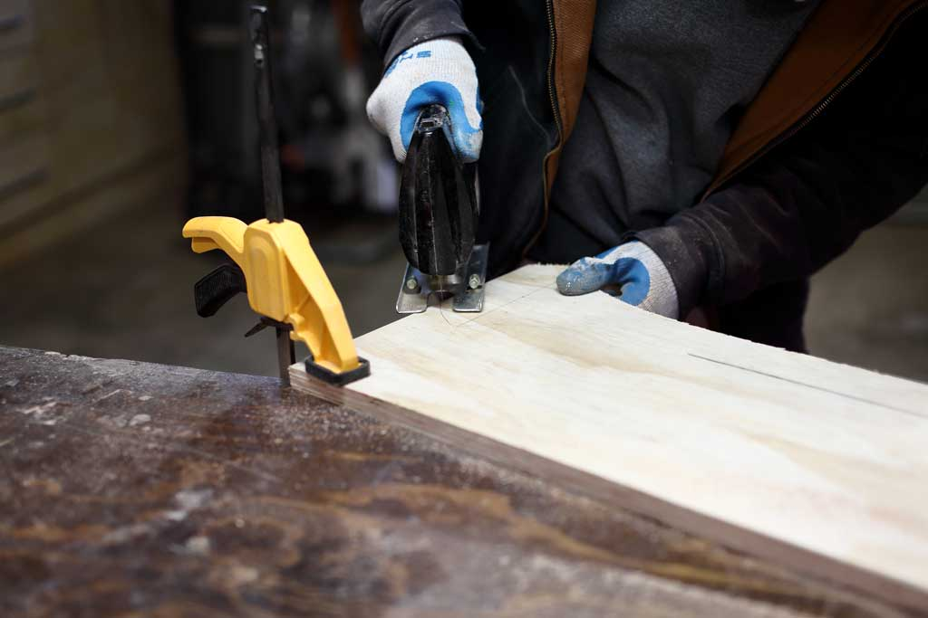using jig saw for cutting plywood