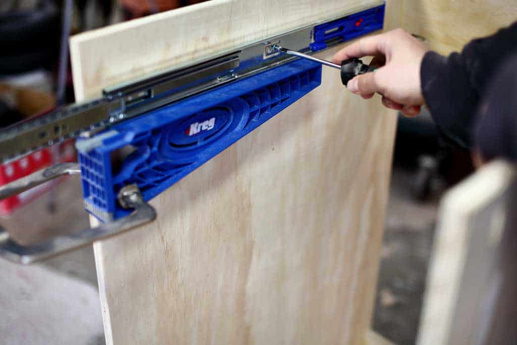 attaching drawer slides with kreg jig