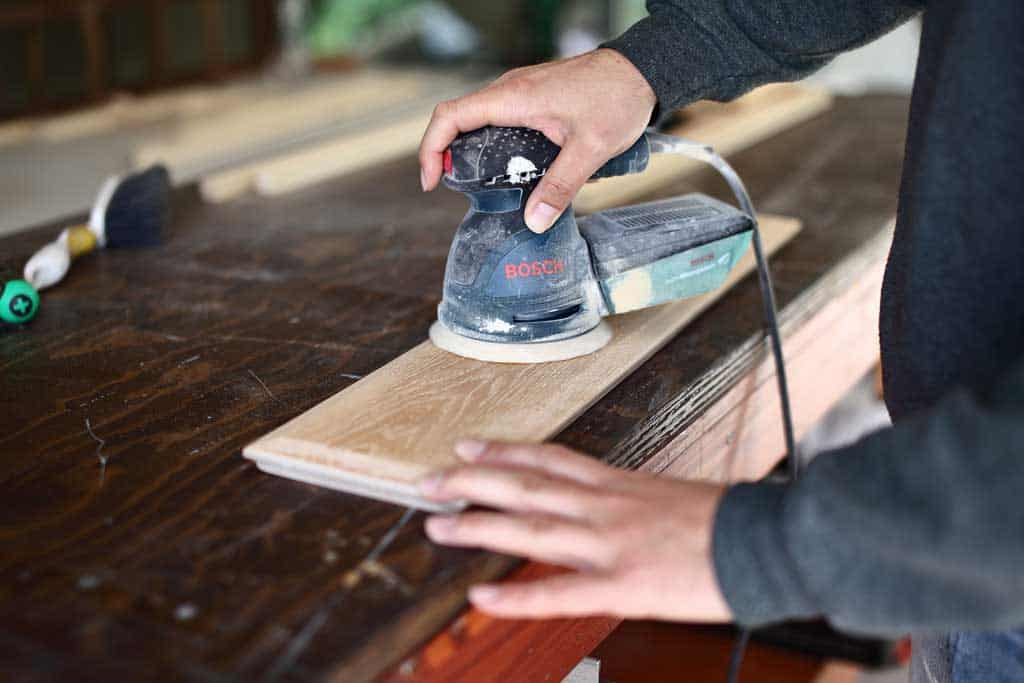 using random orbital sander to sand wood