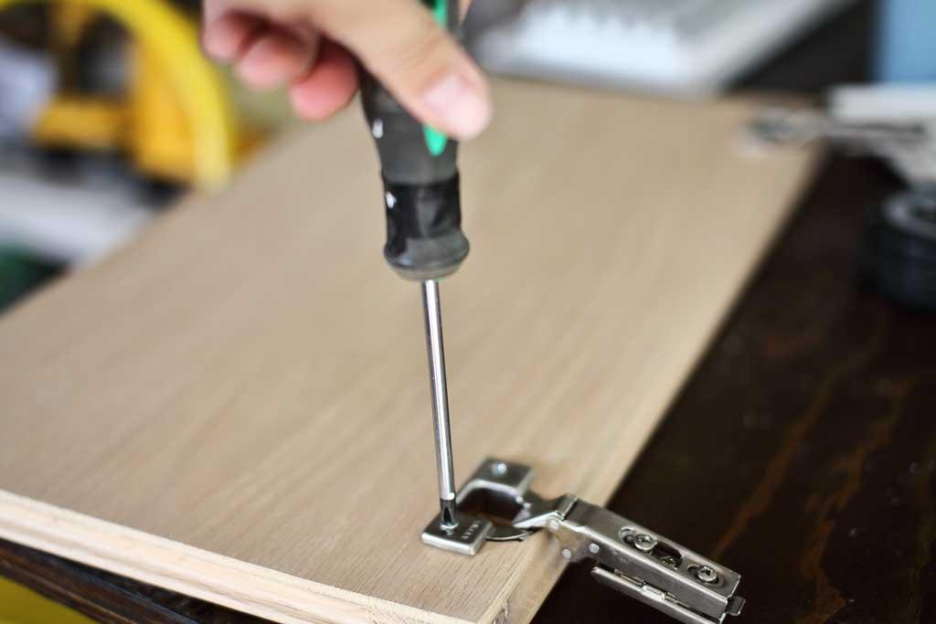 removing cabinet door hinges