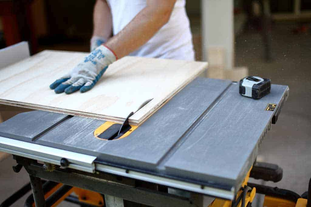 using table saw to cut plywood