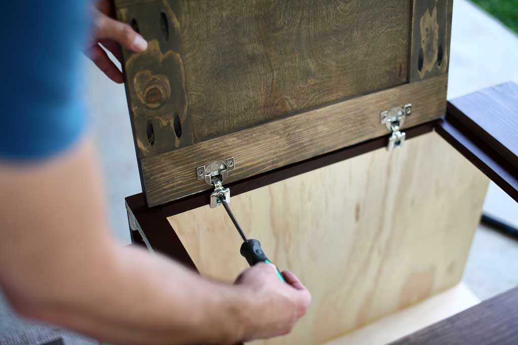 attaching cabinet door to the diy backroom cabinet