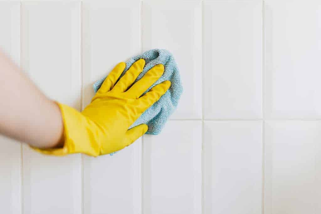 Sealing tile grout