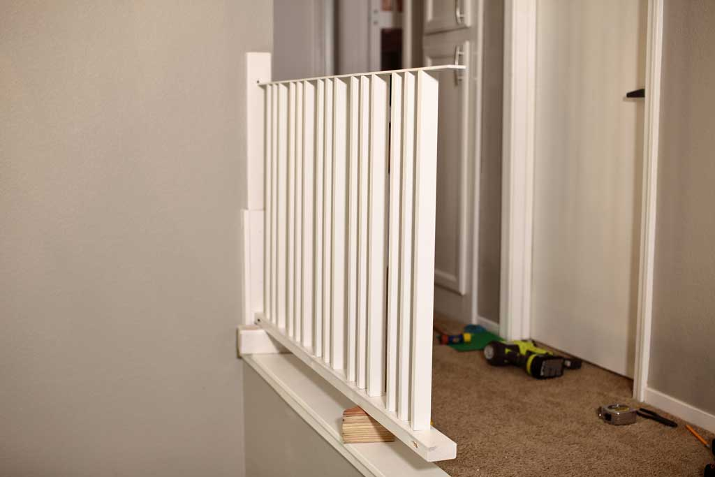 connecting horizontal stair rail panel