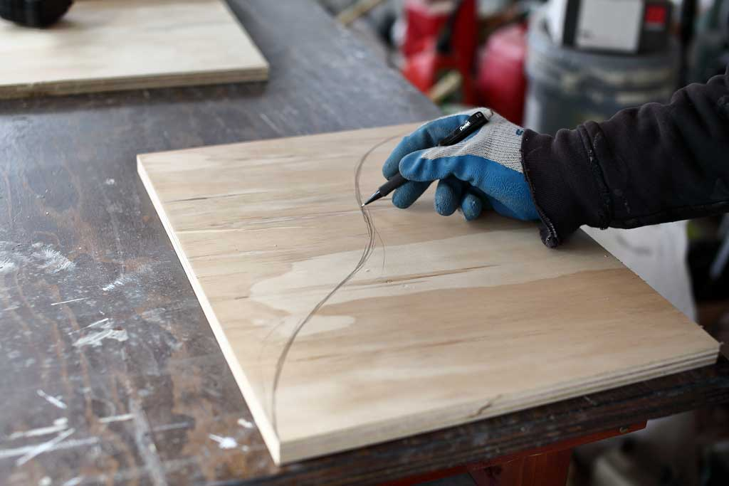 drawing curved shape of the shelf board