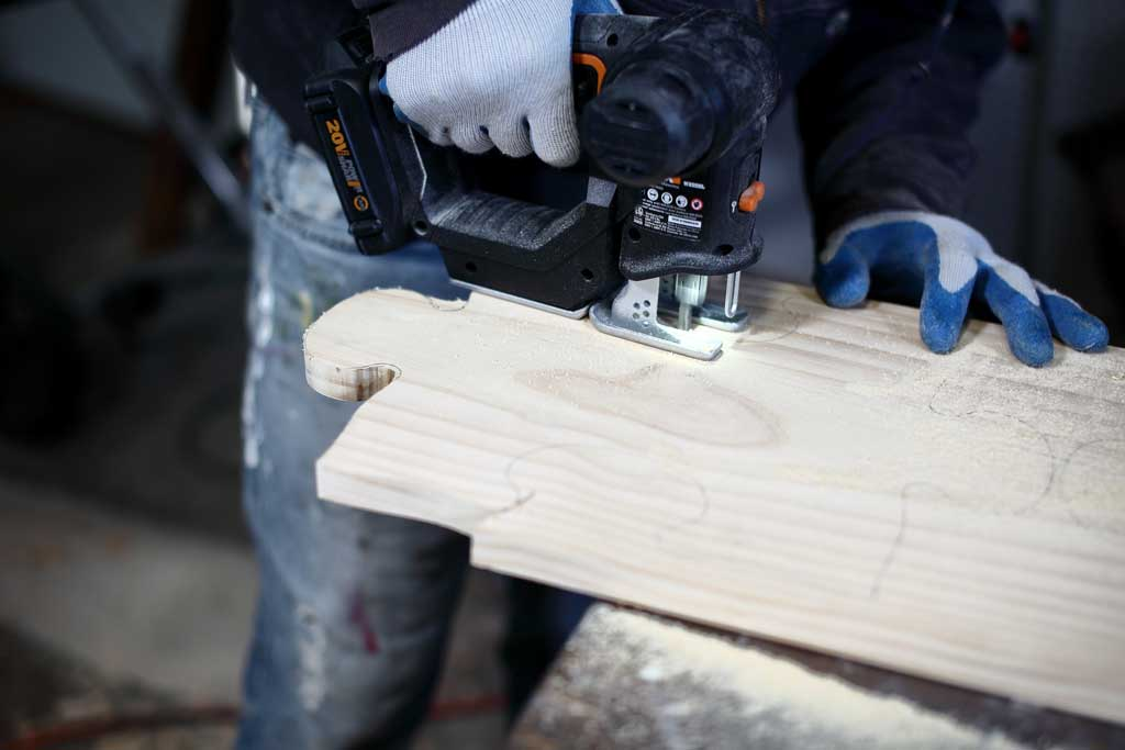 using jig saw to cut wood