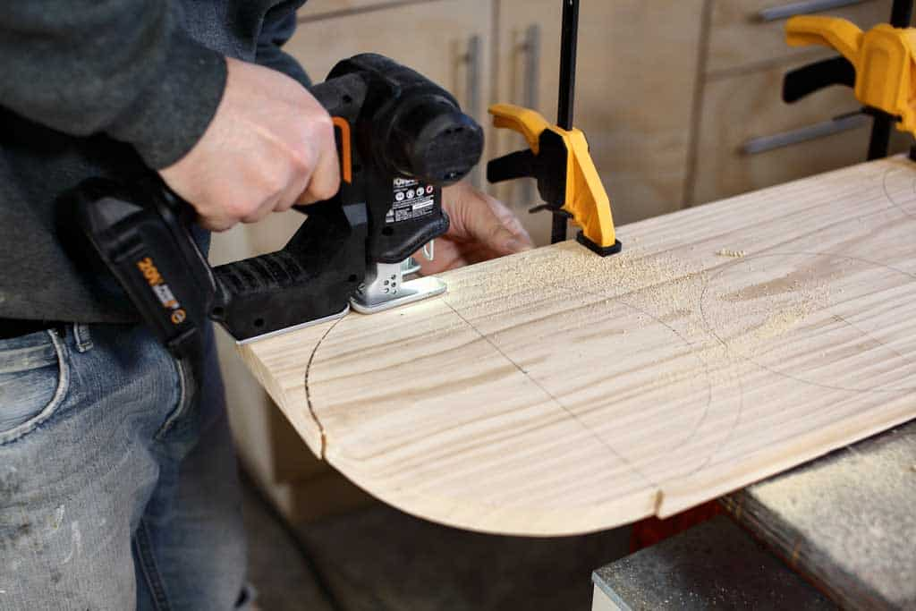 cutting out wood with jig saw