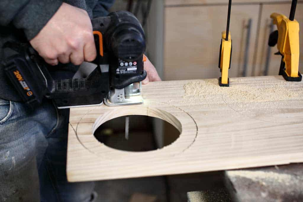 cutting out circle with jig saw