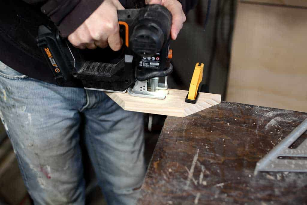 using jig saw to cut wood