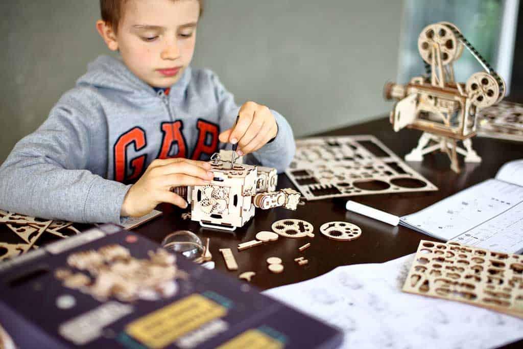 kids building 3D puzzles