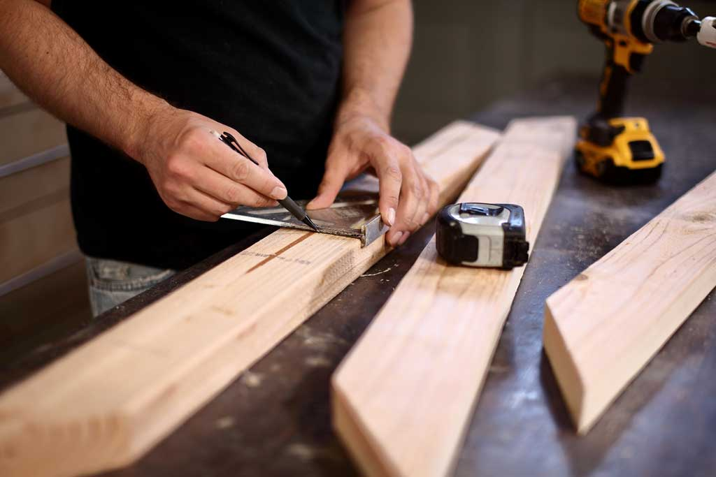 using construction square on wood