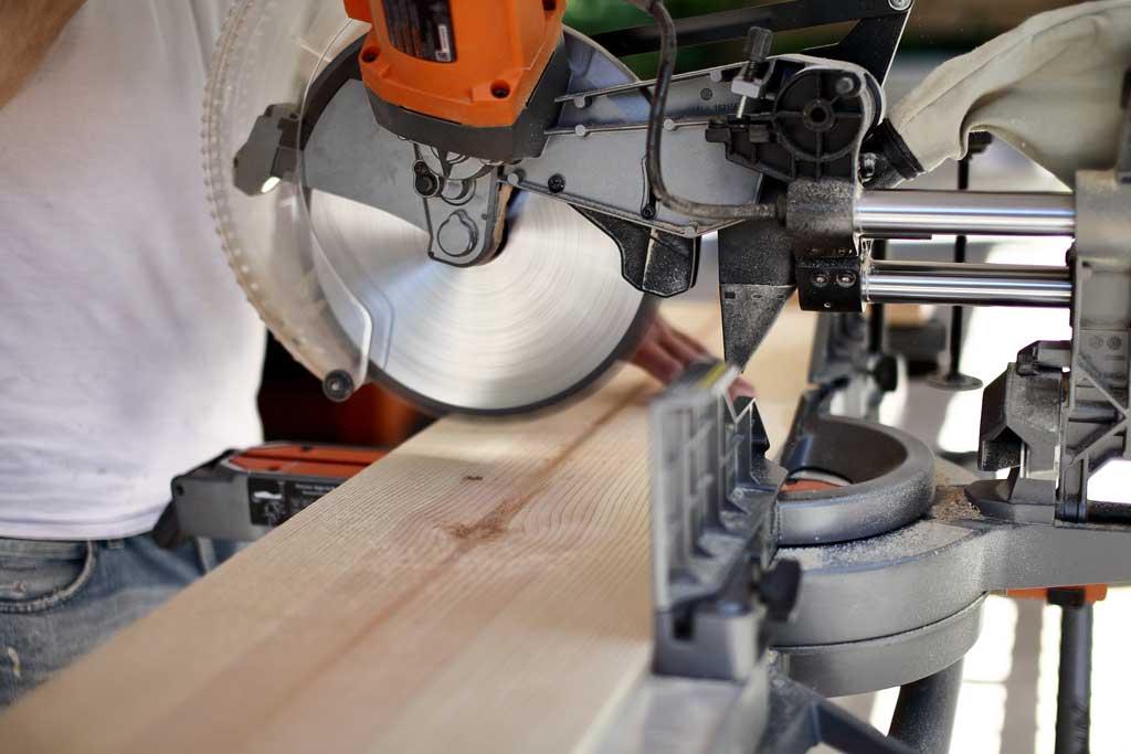 cutting wood with skill saw