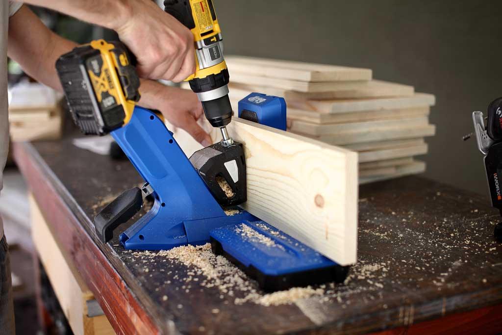 drilling pocket holes with kreg jig