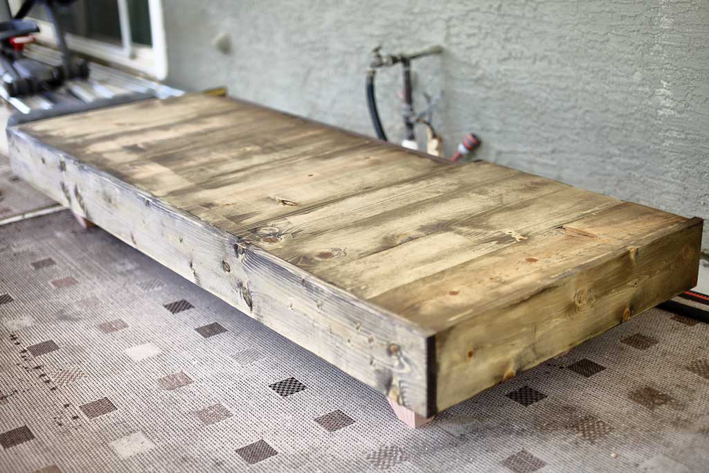 staining sofa boards